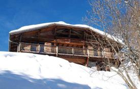 Villas and houses to rent in Les Gets. Comfortable chalet with 8 bedrooms, sauna and spa, lounge areas and study, near the center of Les Gets, France