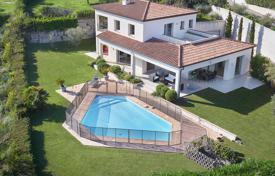 Residential for sale in Villeneuve-Loubet. Villeneuve Loubet — Villa In A Secured Residence — Swimming-Pool — Sea Vew