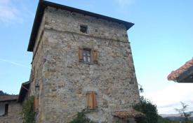 Houses for sale in Emilia-Romagna. Villa with historic tower and the 11 hectares of land