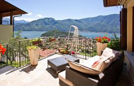Apartments for sale in Lenno. A modern spacious apartment with a stunning lake views