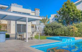 Houses with pools by the sea for sale in Limassol. Villa – Agios Tychon, Limassol, Cyprus