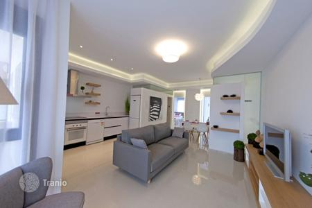 Apartments with pools for sale in La Zenia. Apartment of 2 bedrooms in Orihuela Costa