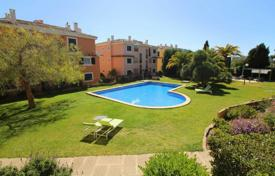 2 bedroom apartments for sale in Majorca (Mallorca). Apartment with a terrace in a residential complex with a swimming pool, a garden and a parking, Puerto Andratx, Spain