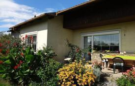 Residential for sale in Hausleiten. A cozy house on a large plot of land near Stockerau