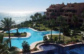 Luxury apartments with pools for sale in Marbella. Delightful apartment in a luxury development