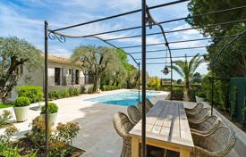3 bedroom villas and houses to rent in Côte d'Azur (French Riviera). Beautiful Provencal villa, Mougins