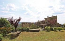 Luxury houses with pools for sale in Arezzo. Estate with a large plot, a garden and a swimming pool, in Arezzo, Tuscany, Italy