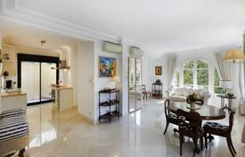 2 bedroom apartments for sale in Cap d'Ail. Two-bedroom apartment with a terrace and a wine cellar, on the first floor of the villa, near the beach, Cap d'Ail, France