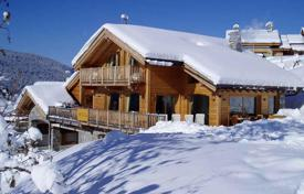 Villas and houses to rent in Savoie. Luxury chalet in the heart of the Alpine village in Meribel, France