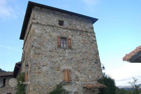 Chateaux for sale in Italy. Villa with historic tower and the 11 hectares of land