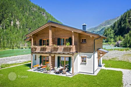 Houses for sale in Salzburg. Two-level apartment with a garden near the mountain lake, Kaprun
