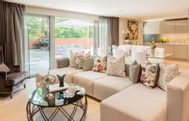 Property for sale in London. New apartment with a balcony in a prestigious residence with a concierge, a parking and a garden, London, UK