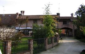 6 bedroom houses for sale in Lombardy. OLD COUNTRY FARMHOUSE — SOUTH-MILAN AREA