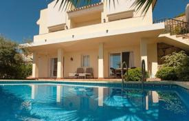 Houses with pools for sale in Istán. Spacious villa with a private garden, a swimming pool, a parking, terraces and sea views, Istan, Spain