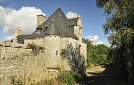 Coastal villas and houses for rent in Brittany. Breton Manor — The Tower