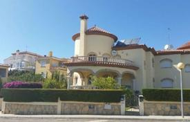 4 bedroom houses by the sea for sale in Costa Dorada. Villa – Miami Platja, Catalonia, Spain