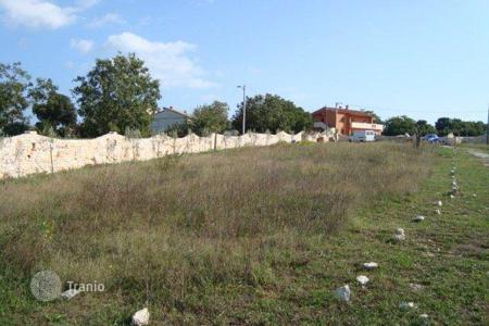 Development land for sale in Marcana. Building land with a location permit to build a house