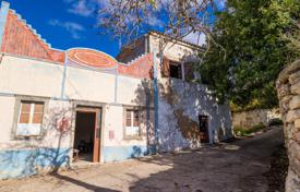 Houses for sale in Loule. Renovation Project with Sea Views and Plot near Loulé