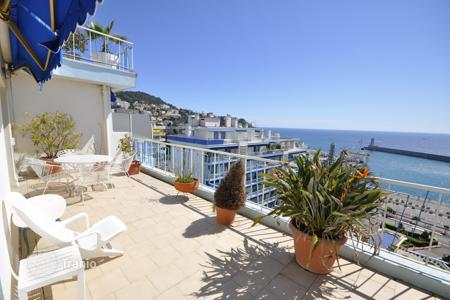 2 bedroom apartments for sale in Nice. 2-bedroom flat with terrace, on the first sea line, Nice, France