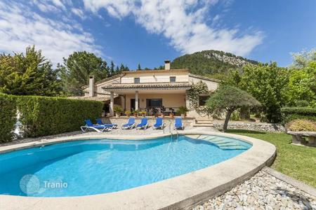 Houses for sale in Majorca (Mallorca). Country home in a quiet area with a swimming pool and three terraces, Pollensa, Mallorca, Spain. High rental potential!