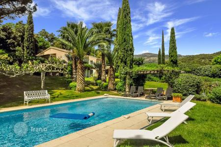 Villas and houses to rent in Grimaud. Le Vignoble
