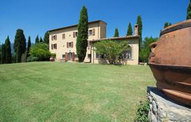 Luxury houses with pools for sale overseas. Villa for sale in Tuscany