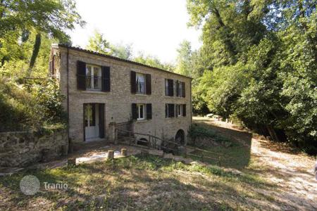 4 bedroom houses for sale in Abruzzo. Ancient house in Arielli, Abruzzo. Italy