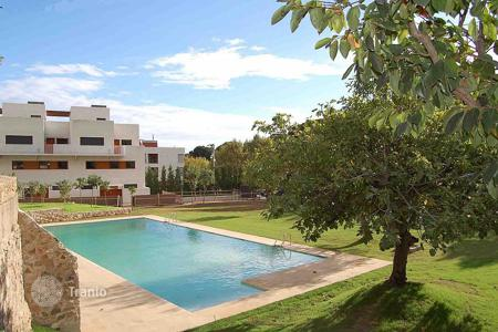 Apartments with pools for sale in Alella. Apartment – Alella, Catalonia, Spain