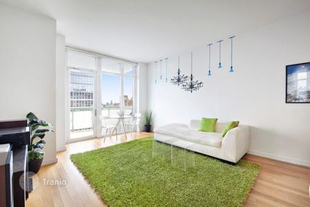 Apartments for rent with swimming pools in Manhattan. Fifth Avenue