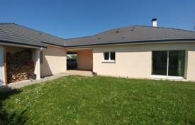 4 bedroom houses for sale in Nouvelle-Aquitaine. Modern villa with a terrace and a garden, 10 minutes drive from the city center, Pau, France