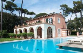 Luxury 4 bedroom houses for sale in Tuscany. Villa with terrace, park and swimming pool, in Forte dei Marmi, Tuscany, Italy
