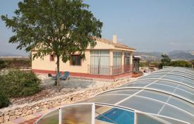 Property for sale in El Pinós. Villa with a pool and a terrace, Pinoso, Spain