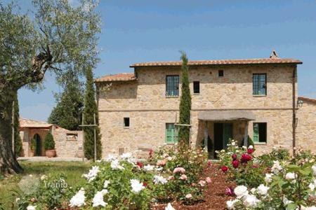 Villas and houses to rent in Siena. Villa Campriano