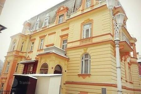 Cheap 1 bedroom apartments for sale in Central Europe. Comfortable apartment in an old building in the center of the spa town of Marianske Lazne