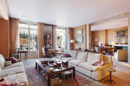Luxury 4 bedroom apartments for sale in 16th arrondissement of Paris. Paris 16th District – An over 300 m² apartment in a prime location