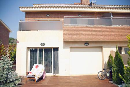 3 bedroom houses by the sea for sale in Costa Brava. Villa - Lloret de Mar, Catalonia, Spain