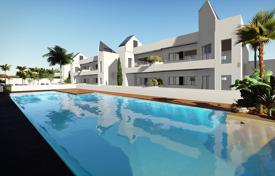 Coastal townhouses for sale in Costa Blanca. Townhouse in a new residential complex only 300 meters from the sea in Torrevieja, area La Veleta
