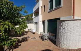 Property for sale in Split-Dalmatia County. Comfortable apartment with a patio, a barbecue and a parking, Brac, Croatia