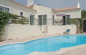 Residential for sale in Portimao. 3 bedroom bungalow style villa with pool, north of Alvor