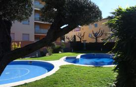 Spacious apartment with a parking in a residential complex with a pool and a garden, Cambrils, Spain for 289,000 €