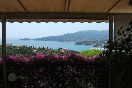 4 bedroom houses by the sea for sale in Liguria. Villa - Genoa, Liguria, Italy