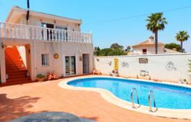 Houses with pools for sale in Valencia. Villa with garden, swimming pool, guest house, not far from the sea, in Torrevieja, Alicante, Spain