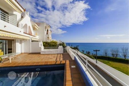 Coastal townhouses for sale in Barcelona. Terraced house - Sant Pol de Mar, Catalonia, Spain