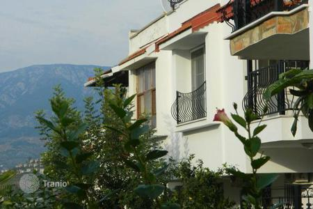 Coastal townhouses for sale overseas. Townhouse at a distance of 800 meters from the sea in Alanya
