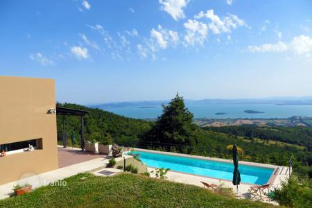 4 bedroom houses for sale in Umbria. Cosy villa in Tuoro, Italy