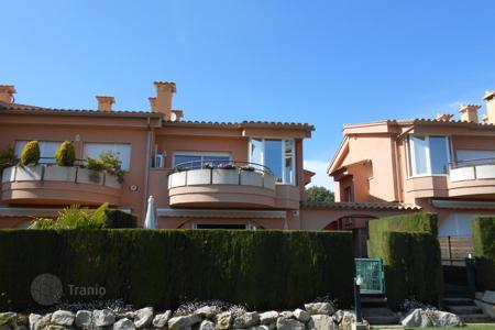 Townhouses to rent in Costa Brava. Terraced house - Castell Platja d'Aro, Catalonia, Spain