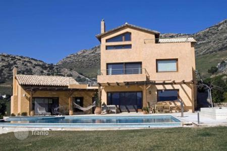 Coastal residential for sale in Porto Rafti. Cozy villa in Porto Rafti, Greece. Comfortable house with fireplaces, a pool, a garden and a panoramic sea view, at 700 m from the beach