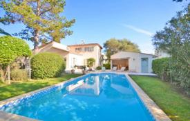 3 bedroom houses by the sea for sale in Vallauris. Villa – Vallauris, Côte d'Azur (French Riviera), France