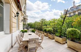 Luxury apartments for sale in Paris. Paris 16th District – A sublime 272 m² apartment with 100 m² terraces
