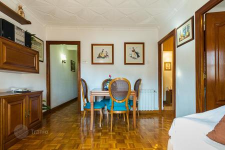 Cheap residential for sale in Barcelona. Very sunny apartment near the Parc Güell in a building with an elevator